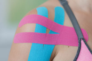 https://www.physiotherapie-weiss-lingen.de/wp-content/uploads/2018/09/Kinesiotape-300x200.jpg